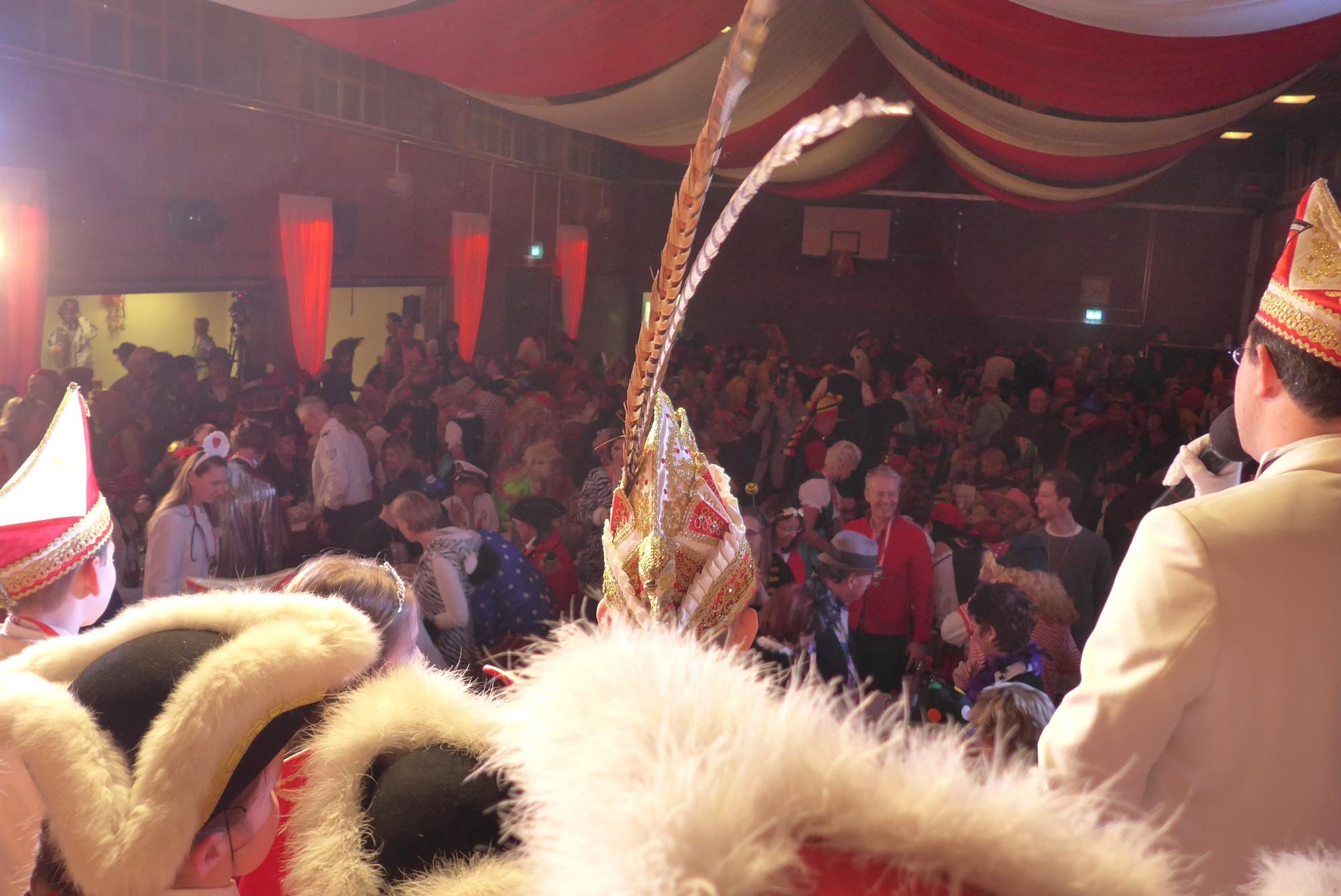 Jecke Stimmung beim Kostümball der KArnevalisten in Unterbach.