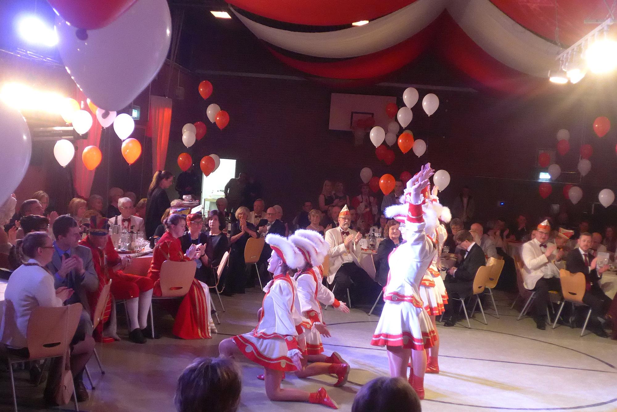 Tanzgarde Weiß-Rot