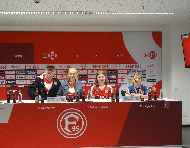 """""""Pressekonferenz"""" der Unterbacher Prinzenpaare"""