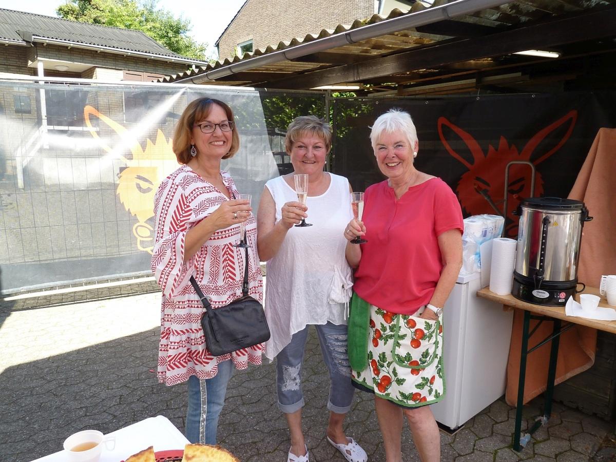 Nach dem Ansturm auf das Kuchenbuffet...herzlichen Dank an unsere ExPrinzessinnen für ihre Mithilfe!